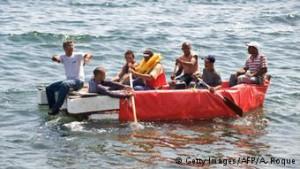 Wahamiaji wakiwa katika bahari ya Mediterania